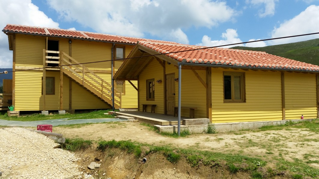 Albergue y Cabaña de madera. Cabuerniaventura Cabuerniga. Cantabria