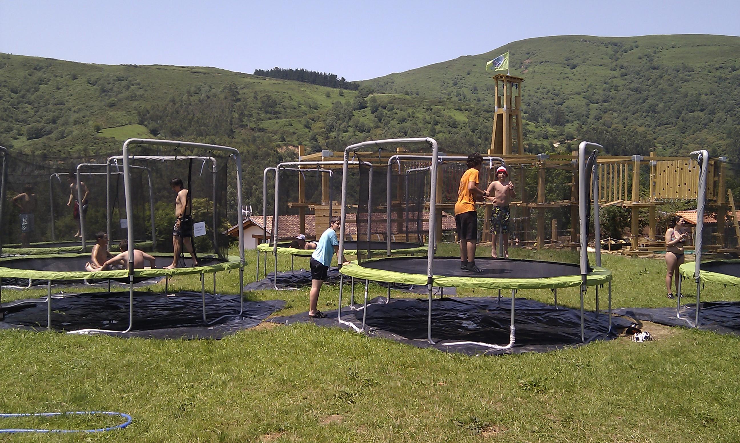 camas_elásticas_1_Cantabria_Parque_multiaventura_ocio_juegos_cabuerniaventura