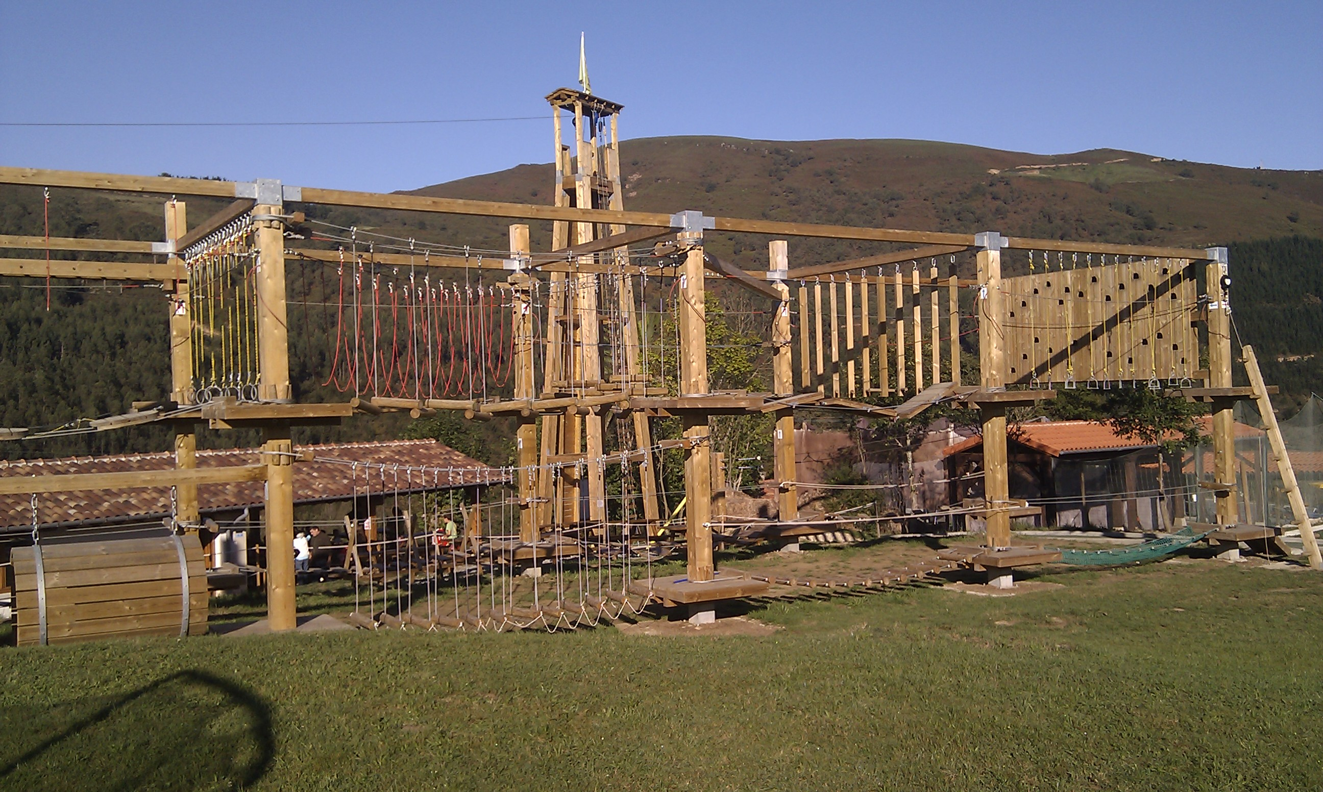 juegos_altura_tirolinas_2_Cantabria_Parque_multiaventura_ocio_juegos_cabuerniaventura