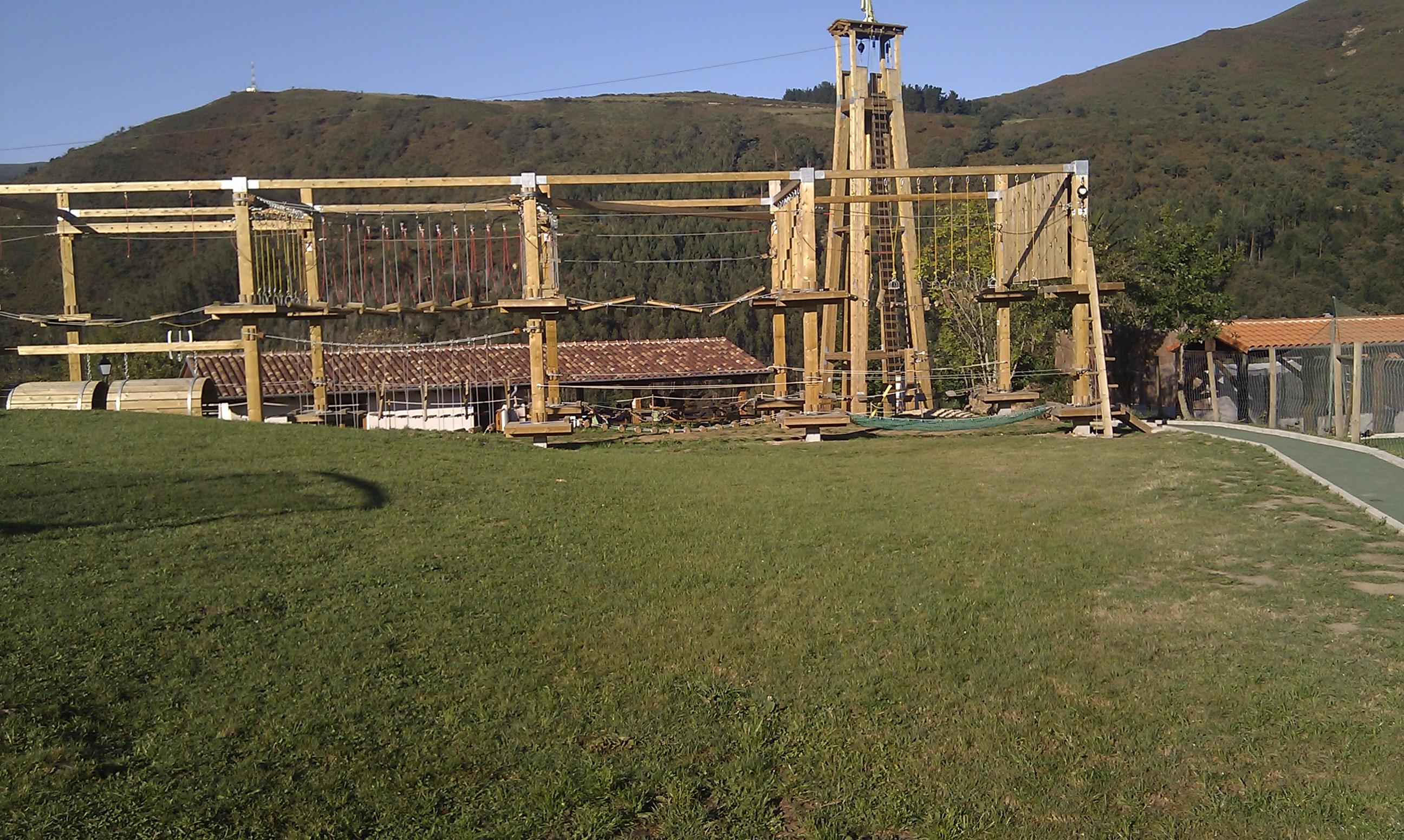 juegos_altura_tirolinas_3_Cantabria_Parque_multiaventura_ocio_juegos_cabuerniaventura