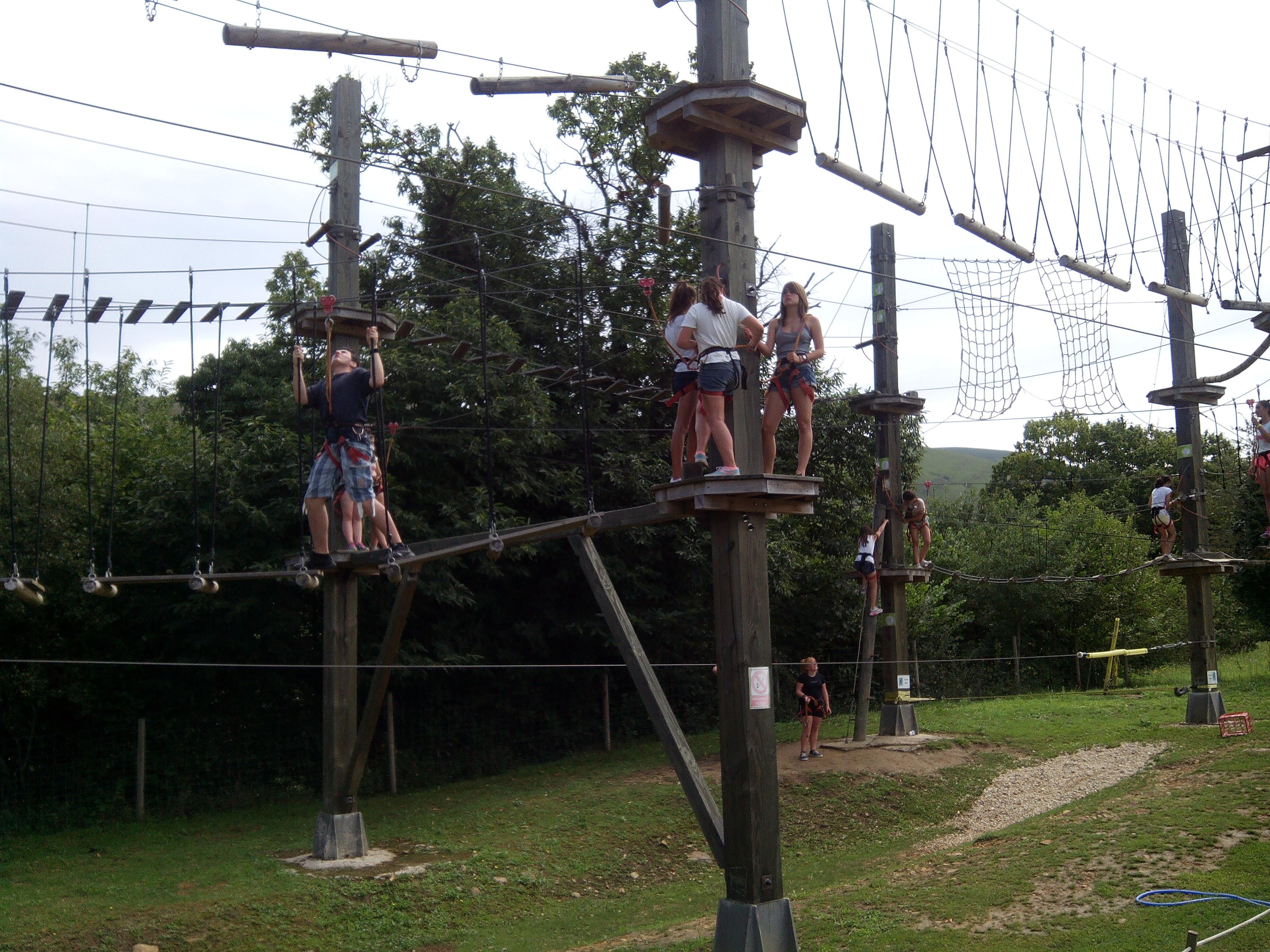 juegos_altura_tirolinas_5_Cantabria_Parque_multiaventura_ocio_juegos_cabuerniaventura