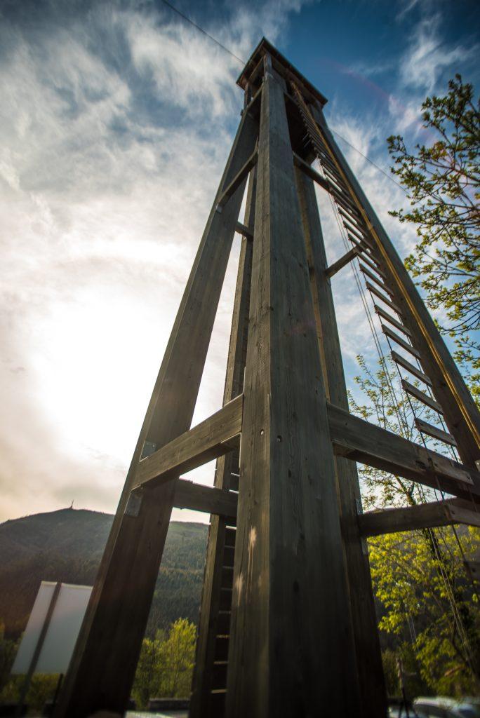 Torre escalable con tirolina de 100m
